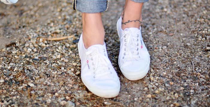 """Yaz Mevsiminin Klasiklerinden """"Beyaz Ayakkabılar"""""""