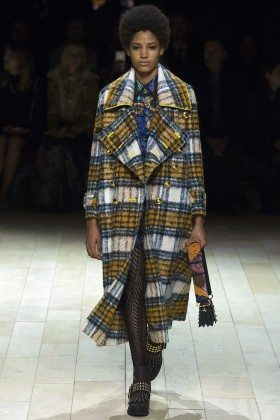 Chanel De Leon Gomez - Burberry Fall 2016 Ready-to-Wear