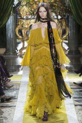 Liza Ostanina - Roberto Cavalli Fall 2016 Ready-to-Wear