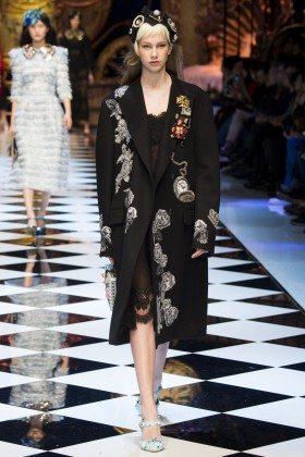 Olivia Mink - Dolce & Gabbana Fall 2016 Ready-to-Wear