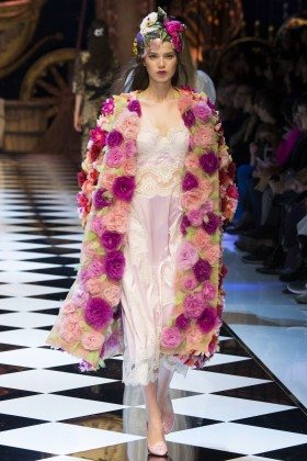 Sara Wittgruberova - Dolce & Gabbana Fall 2016 Ready-to-Wear