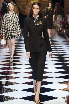 Kremi Otashliyska - Dolce & Gabbana Fall 2016 Ready-to-Wear
