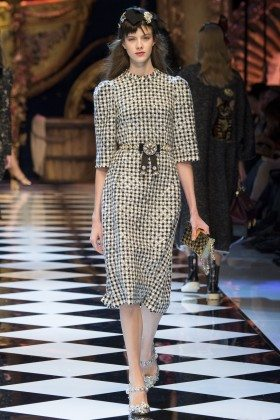 Bara Podzimkova - Dolce & Gabbana Fall 2016 Ready-to-Wear