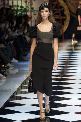 Cecilie Moosgaard - Dolce & Gabbana Fall 2016 Ready-to-Wear