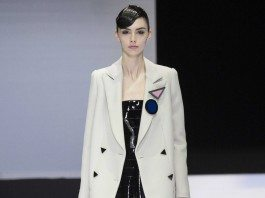 Emporio Armani Fall 2016 Ready-to-Wear