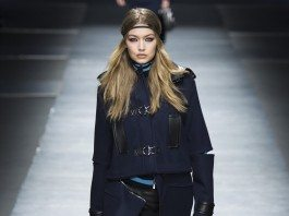 Gigi Hadid - Versace Fall 2016 Ready-to-Wear
