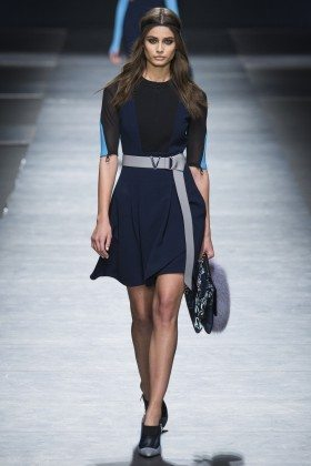 Taylor Hill - Versace Fall 2016 Ready-to-Wear