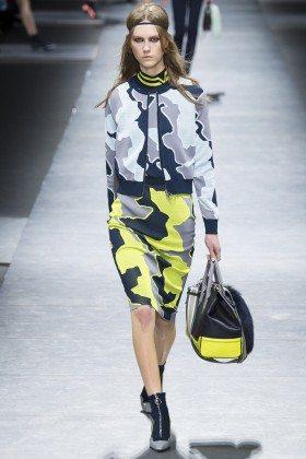 Julie Hoomans - Versace Fall 2016 Ready-to-Wear