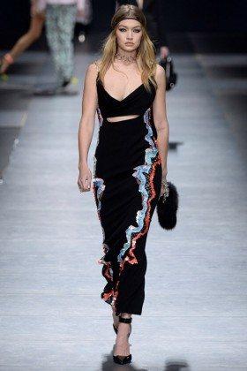 Gigi Hadid - Versace Fall 2016 Ready-to-Wear