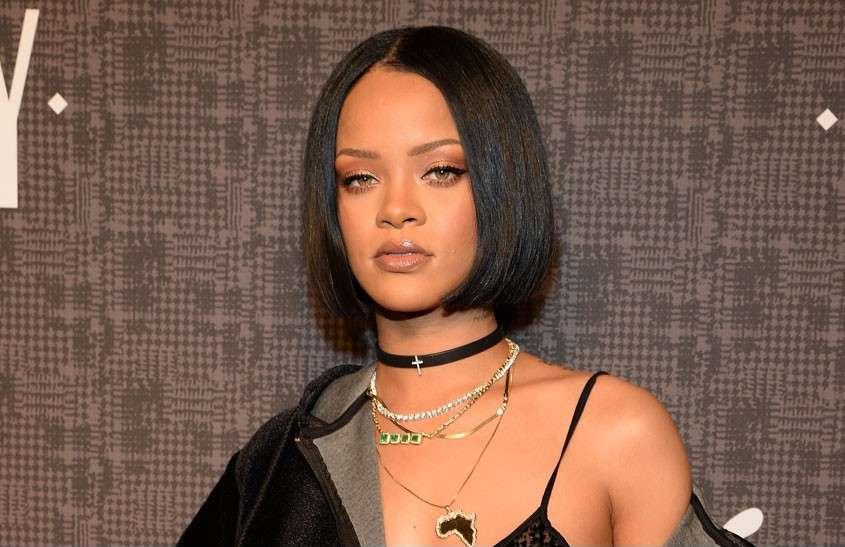 Rihanna - Monokromatik Makyaj Nasıl Yapılır