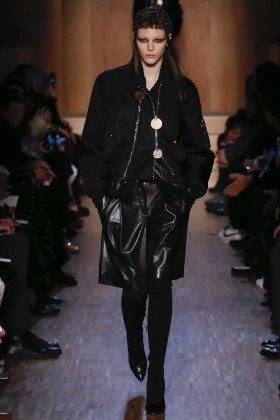 Vittoria Ceretti - Givenchy Fall 2016 Ready-to-Wear