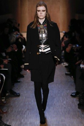 Kiki Willems - Givenchy Fall 2016 Ready-to-Wear