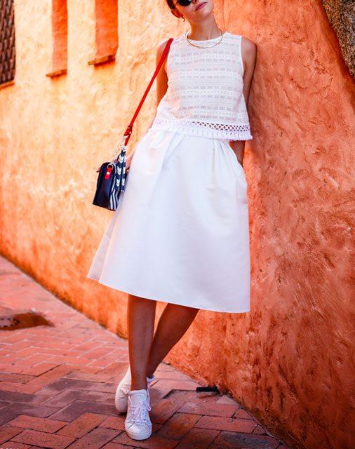 Beyaz spor ayakkabı nasıl kombinlenir?