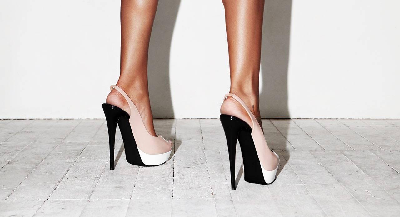 Topuklu Ayakkabı ile Yürümenin Püf Noktaları